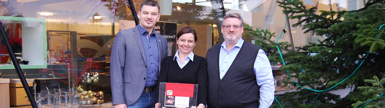 Punschfest 2018 - Loosdorfer Sozialfond freut sich über Spende über 4.100 Euro!-Agnes und Josef Prinz mit Bürgermeister Thomas Vasku bei der Spendenübergabe an den Sozialfond Loosdorf